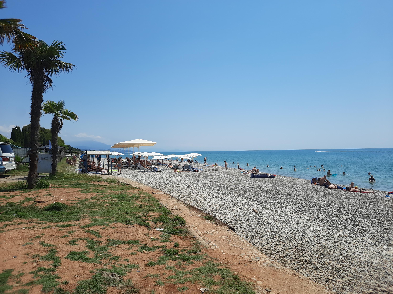 В Абхазии есть пляжи, где народу немного, но и там можно заразиться