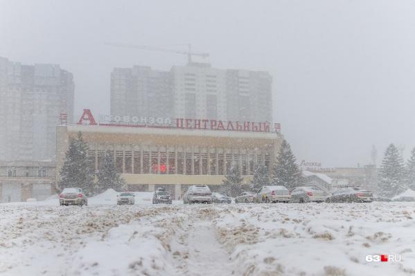 Утром в воскресенье, 10 января, выпавший снег весьма осложнил передвижение