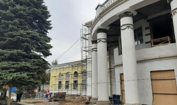 Кинотеатр «Коммунар» в Новокузнецке отреставрирован почти на 80%: фоторепортаж с места работ