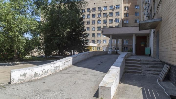 Под Волгоградом 80-летний пациент выпал с седьмого этажа больницы