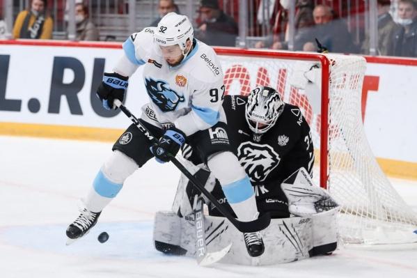 Челябинские хоккеисты сегодня пропустили пять шайб и не забросили ни одной
