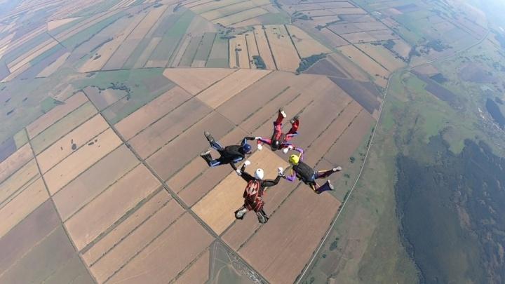 15 перестроений за 25 секунд: красноярские парашютисты стали лучшими в Сибири и на Дальнем Востоке
