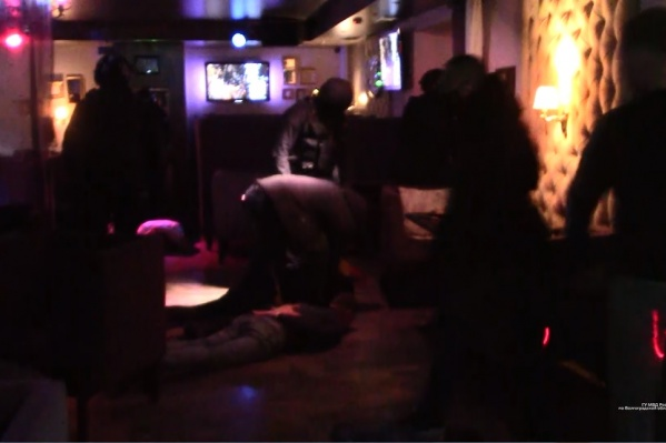 Задержали ранее судимых волжан в том же клубе, где они ограбили мужчину