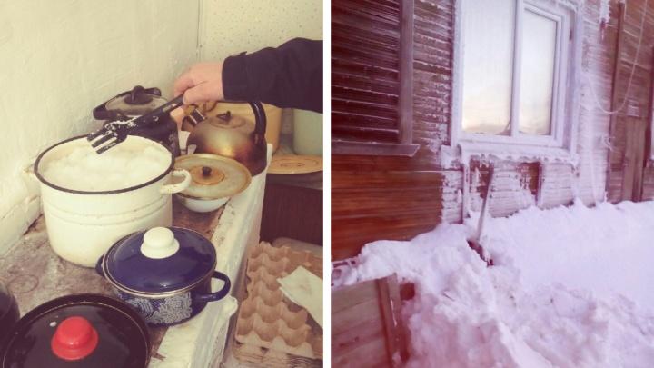 «Люди плачут на колонке»: жители Архангельска топят снег, чтобы в морозы у них была вода