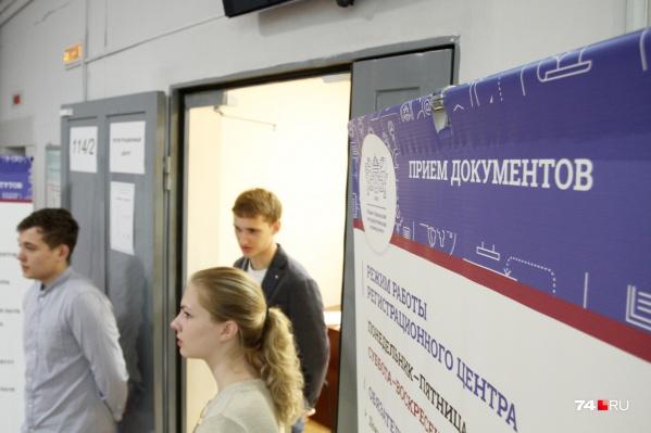 """В этом году ЕГЭ на Кубани сдают более <nobr class=""""_"""">28 тысяч</nobr> человек. Многие из них поступят в вузы"""