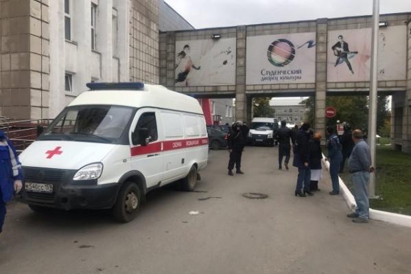 """В результате массового расстрела в Пермском государственном национальном исследовательском университете, по последним данным, погибли <nobr class=""""_"""">6 человек</nobr>"""