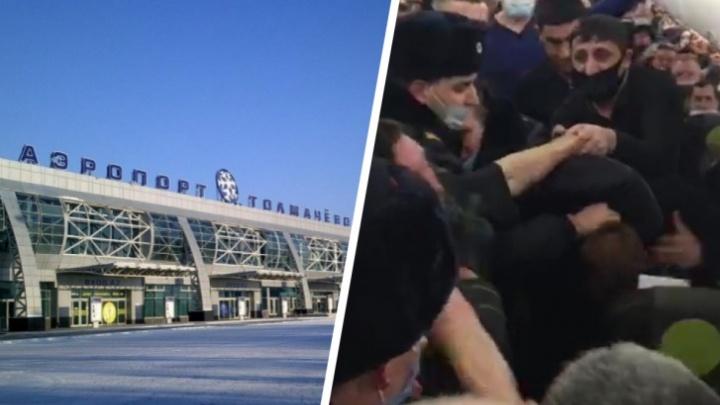 До суда дошло дело двух новосибирцев, которые устроили дебош в самолете и накинулись на полицейских