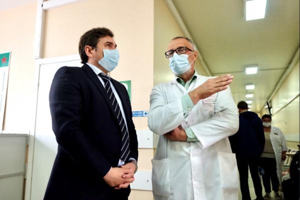 """Перед министром отчитался главный врач Городской клинической поликлиники <nobr class=""""_"""">№ 20</nobr>"""