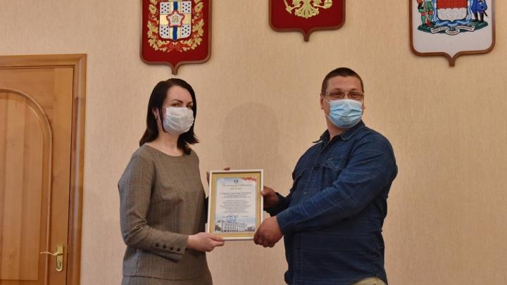 Водитель «Адмирала» получил благодарность от мэра за спасение девушки на мосту