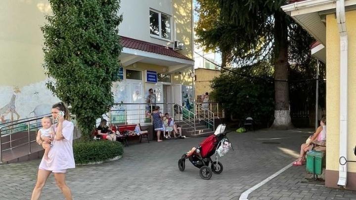 «Утром началась рвота»: родители жалуются на всплеск «кишечки» на российских курортах