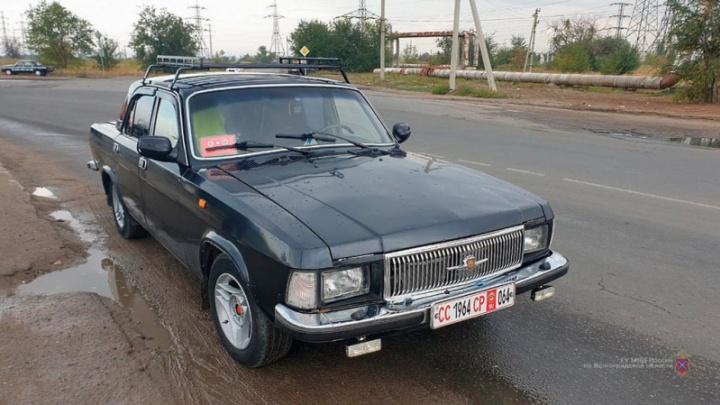 В Волжском российские полицейские отобрали машину у гражданина СССР