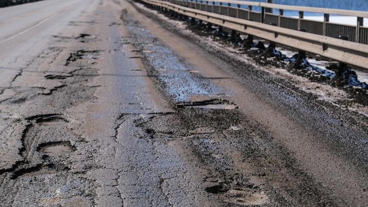 Дорога на Чусовском мосту усеяна ямами и выбоинами. Когда будет ремонт? Отвечают в краевом Минтрансе