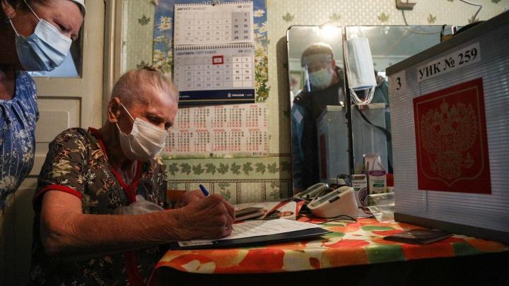 Сквозь крапиву за галочкой: фоторепортаж о деревенском голосовании на дому