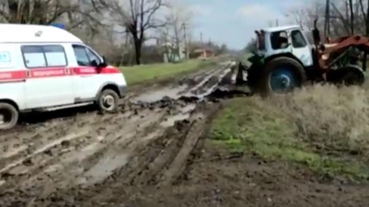 В Ростовской области увязшая в грязи скорая не успела к умиравшему пациенту
