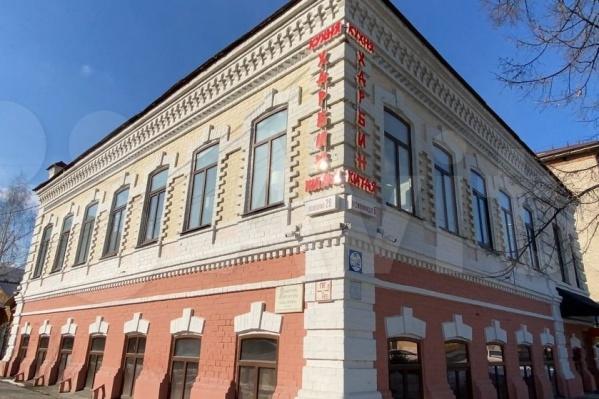 Купить такое здание стоит 68 миллионов рублей