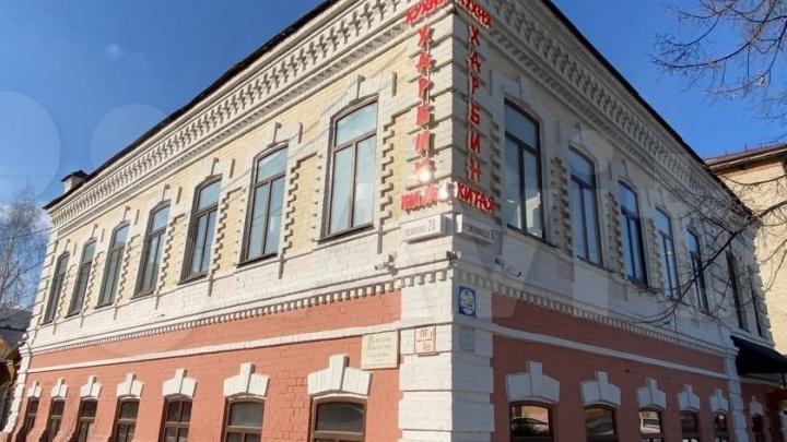 В Тюмени почти за миллион долларов продают старинный особняк в центре
