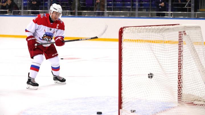 Путина позвали сыграть в хоккей с ровесниками из Красноярска в клубе 60+ — он согласился