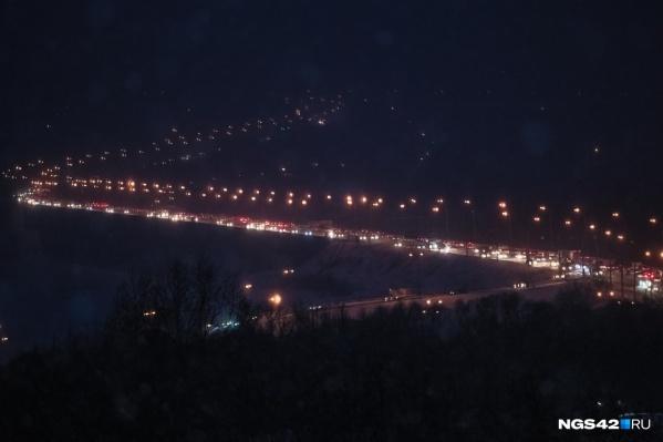 Большая пробка образовалась на Кузнецком мосту