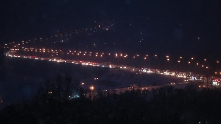 Из-за ливня в Кемерово образовались 7-балльные пробки. Показываем, где не проехать