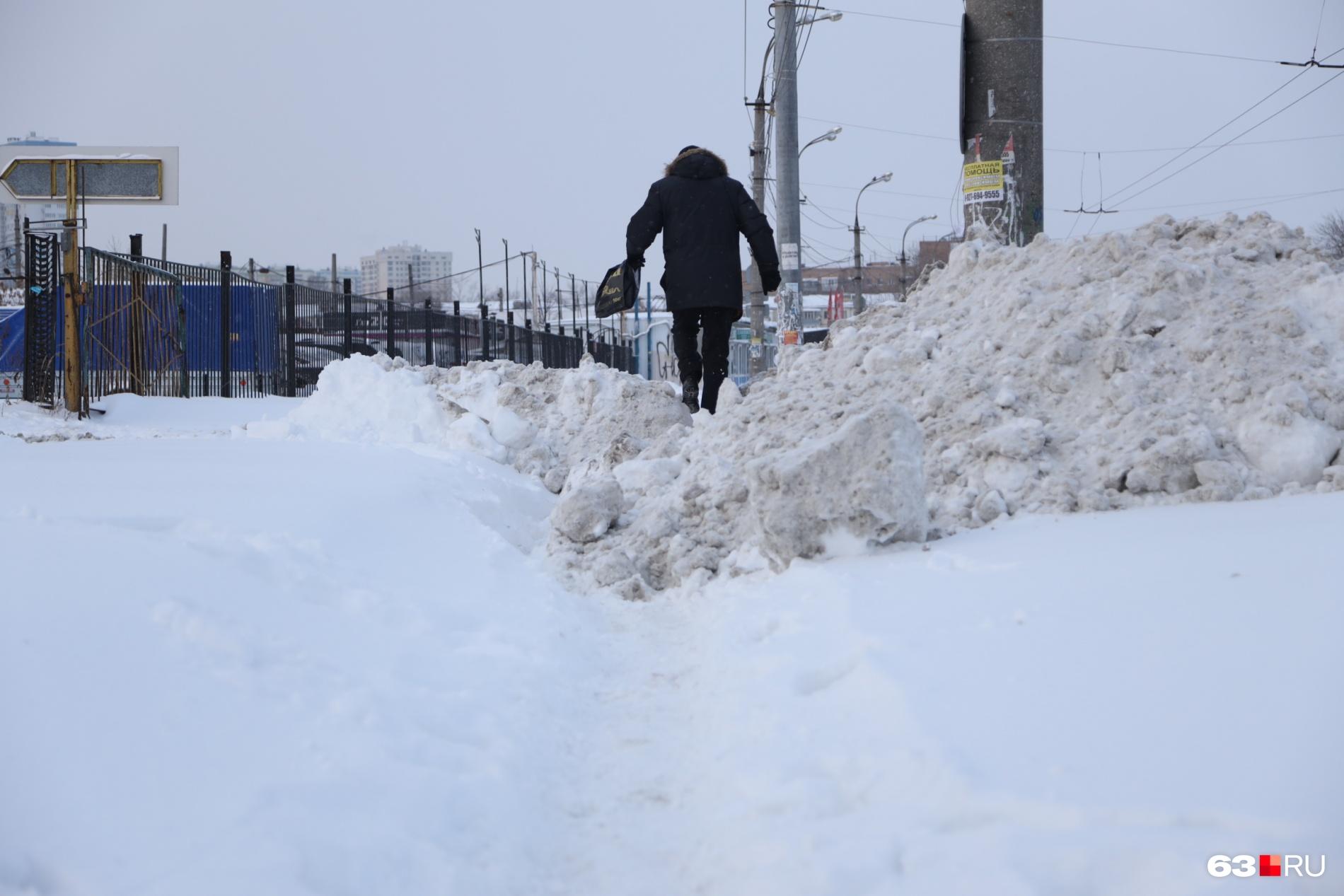 Вот такое можно было наблюдать на улицах города после снегопада