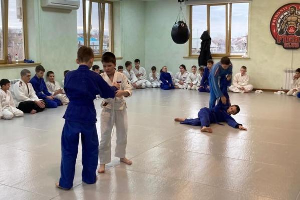 Участники квалификационного экзамена успешно продемонстрировали базовые приемы дзюдо