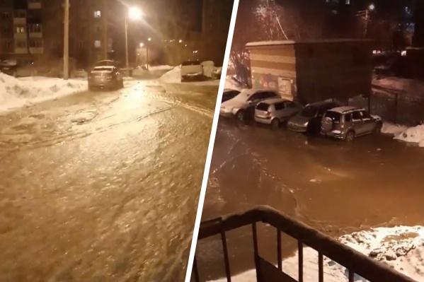 Вода заливает всю дорогу