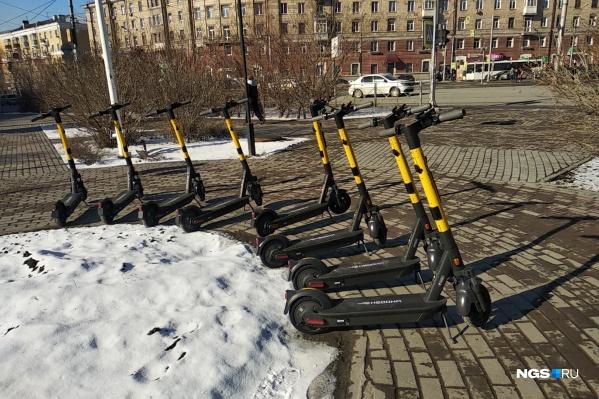 Самокаты появились сегодня на площади Маркса
