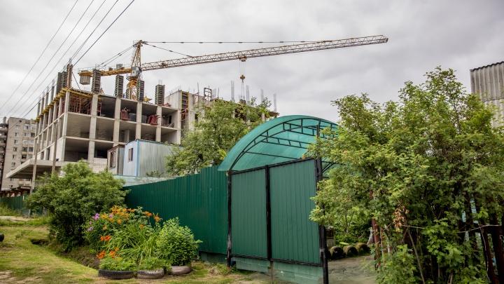 «Дайте реальную сумму, а не ваши копейки»: ярославцы встали на защиту жителей частного сектора Суздалки