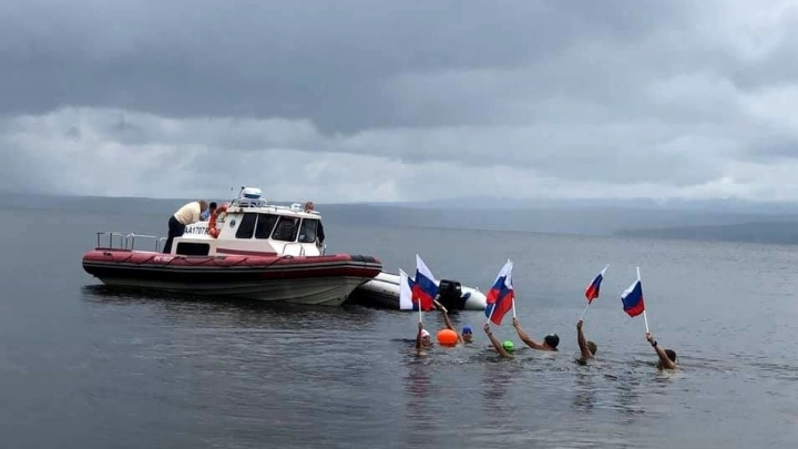 Семеро спортсменов за три дня проплыли 112 километров по Енисею