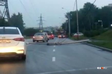 На Московской упал фонарь