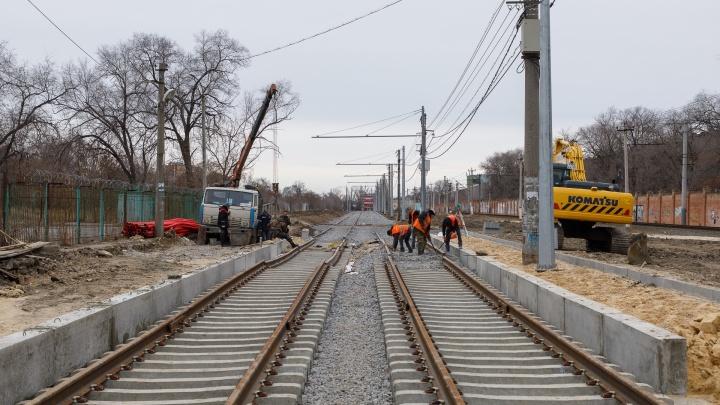 «Сроки будут корректироваться»: снег и морозы тормозят реконструкцию линии скоростного трамвая в Волгограде