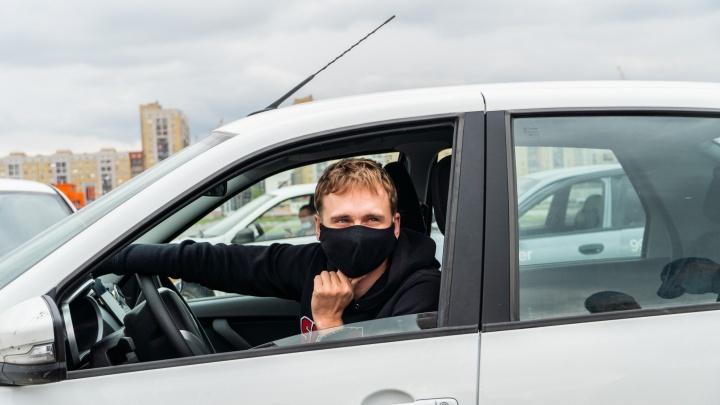 В Омске таксистам разрешили отказывать в поездке пассажирам без маски