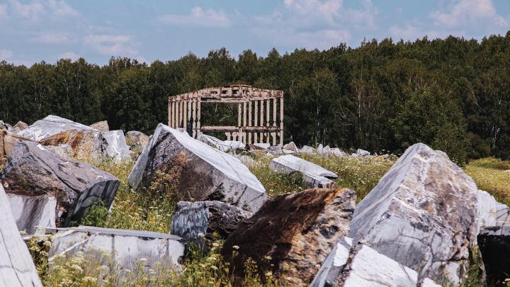 Кладбище камней: в башкирской деревне похоронили гигантские мраморные валуны