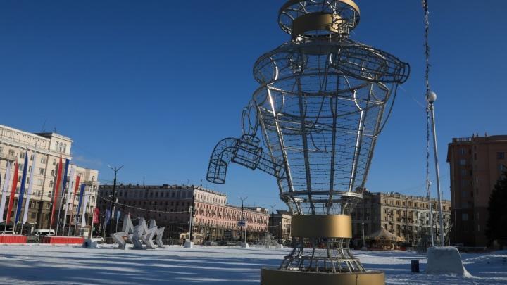 Вместо ледового городка на площади Революции появились световые фигуры «для настроения»