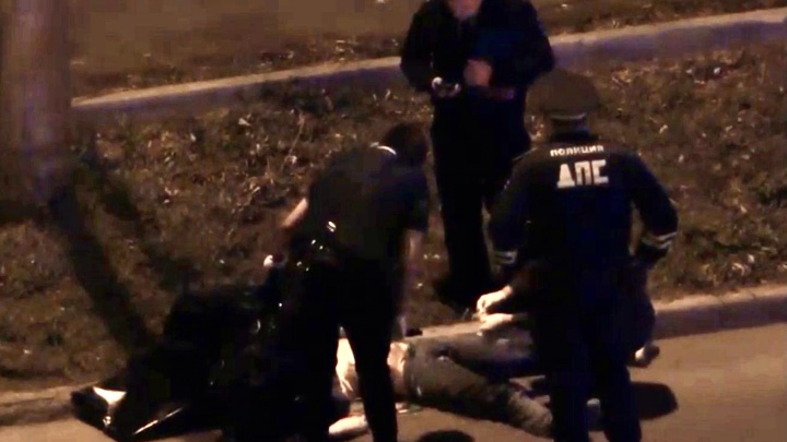 В Челябинске мотоциклист, уходя от погони ГИБДД, врезался в такси и погиб
