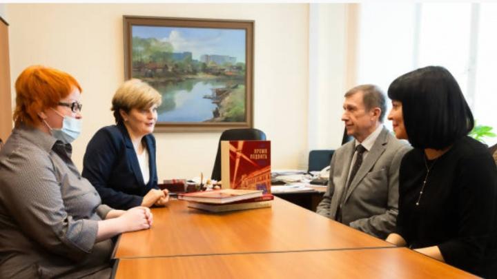 АЦБК подарит школам Архангельска книги о судьбе региона и предприятия «Архбум» в годы войны