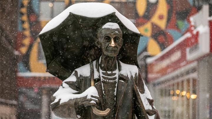 Красноярск продолжает засыпать снегом. Атмосферная фотоподборка от NGS24.RU