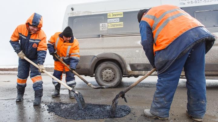 «Дороги без ям — роскошь?» Жители Волгограда требуют от мэрии ровных дорог и тротуаров