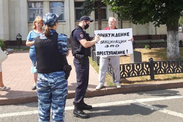 Пикеты провели возле здания правительства Ярославской области