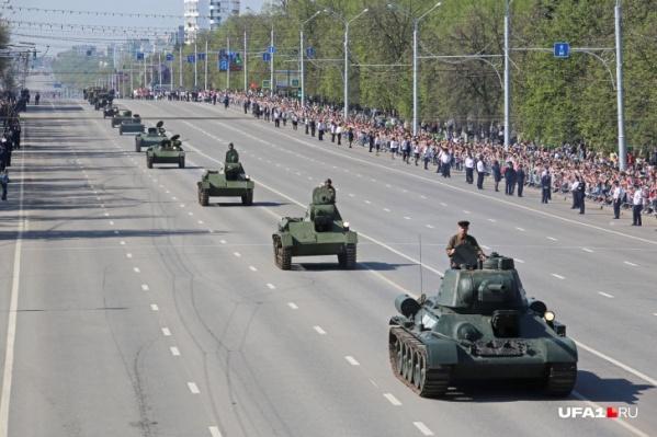 В мае по проспекту Октября проедется военная техника
