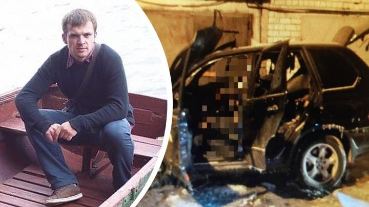 В своей машине заживо сгорел бизнесмен: назвали предварительную причину произошедшего