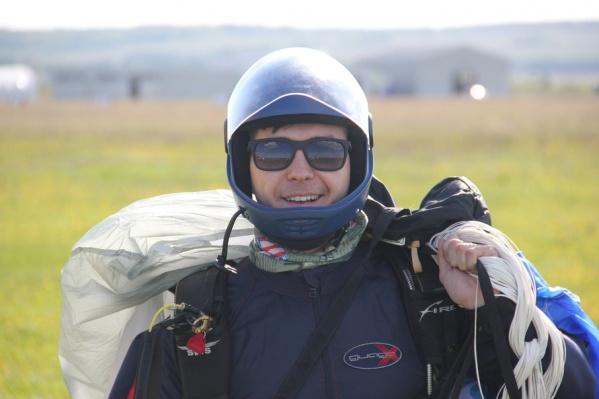 Вадим занимается парашютным спортом уже давно