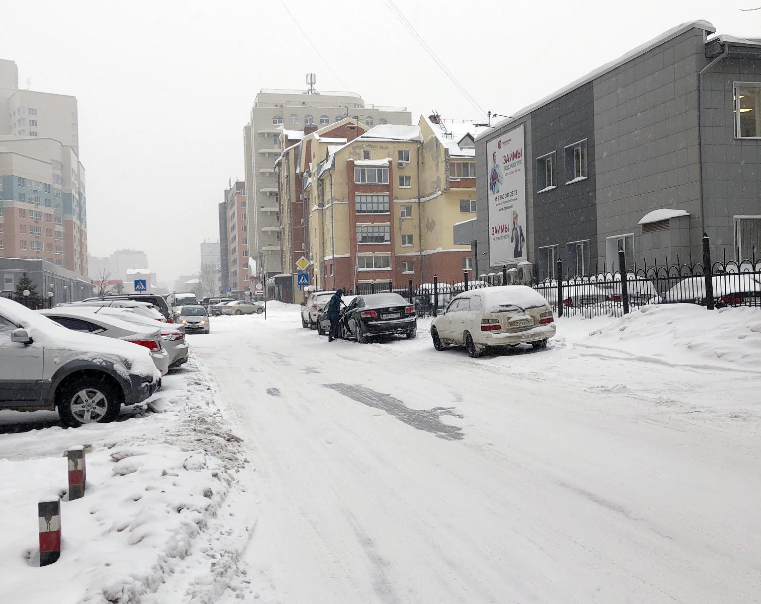 Водители облюбовали тротуар