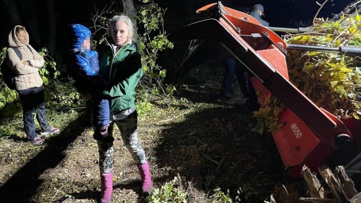 «Мы останавливали бульдозер»: волгоградка с ребенком бросилась под строительную технику в Волго-Ахтубинской пойме