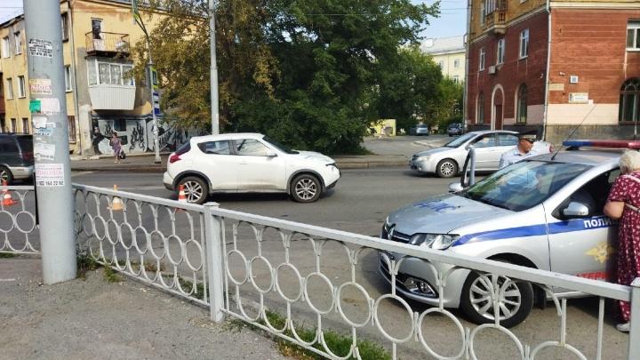 На Уралмаше женщина-водитель сбила двух подростков на пешеходном переходе