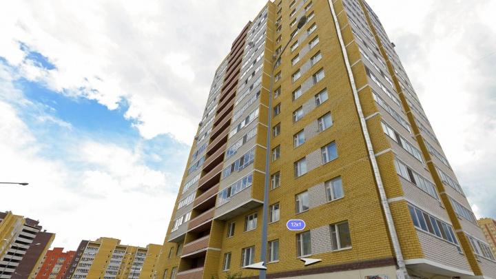 На Эрвье мужчина выпал с балкона на 12-м этаже