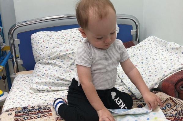 По словам мамы малыша, несмотря на плохие анализы, она отмечает, что мышцы у Артёма стали крепче