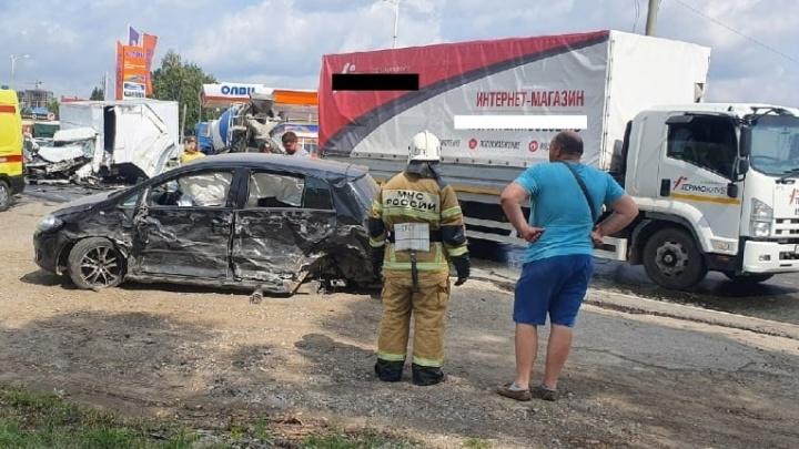 Куча мала: на Ракитовском шоссе столкнулись шесть машин