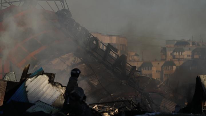 Взрывы на ГБШ. Как это было — 32 кадра, в каких нечеловеческих условиях тушили огонь пожарные