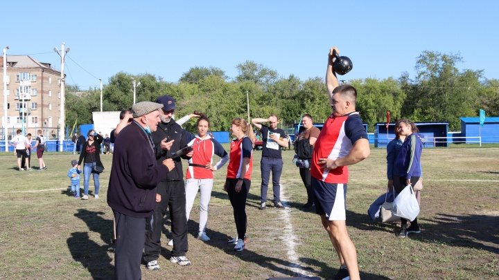 Работники ЧКПЗ взяли Кубок Минпрома по настольному теннису